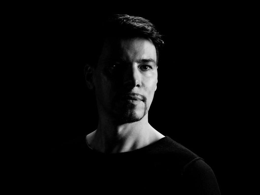 "Thomas Gold Releases Inspiring Progressive House Track ""Live a Little Louder"" on Protocol !"