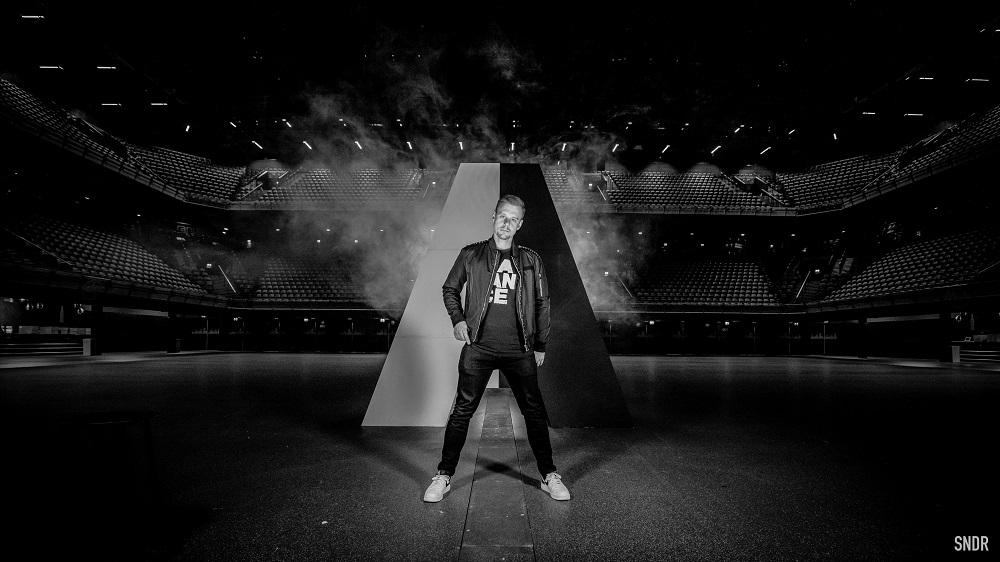 ARMIN VAN BUUREN HELPS FANS WIND DOWN WITH NEW ALBUM: 'RELAXED' !
